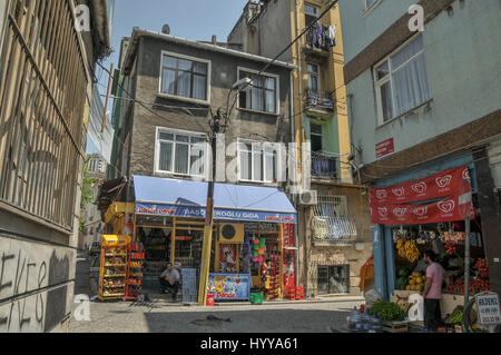 Grocery shops on a residential street in Istanbul. - Stock Image