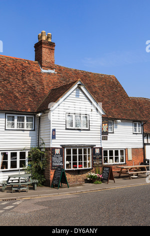 The Chequers Inn pub in a typical white clapboard Kentish building in English village of Smarden, Kent, England, UK, Britain - Stock Image