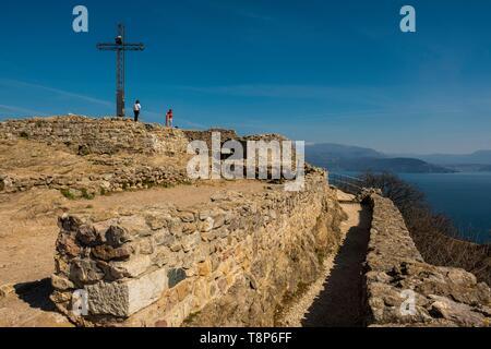 Italy, Lombardy, Lake Garda, Manerba Del Garda, Rocca di Manerba nature reserve - Stock Image