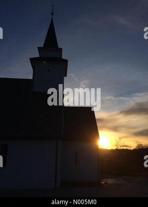 Sauråsbakken 20, Nyborg, Norway. 11th Jan, 2016. EUweather: Beautiful low sunlight streaking over the old Åsane - Stock Image