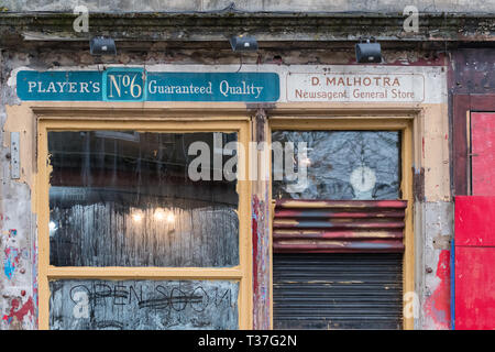 Ghost shop sign in Finnieston, Glasgow showing old cigarette advertising for Players No6 - Stock Image