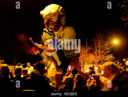 Lewes, UK. 4th Nov, 2017. Effigy of Donald Trump with 'Little Rocket Man' Kim Jong-un at Lewes Bonfire night - Stock Image