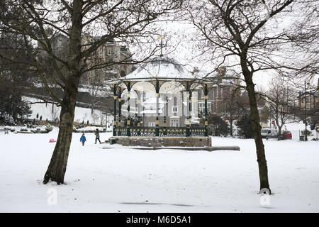 Grove Park.Weston super mare. UK. 2nd March 2018. children play in snow by a band stand. Credit: Tony Eves/Alamy - Stock Image
