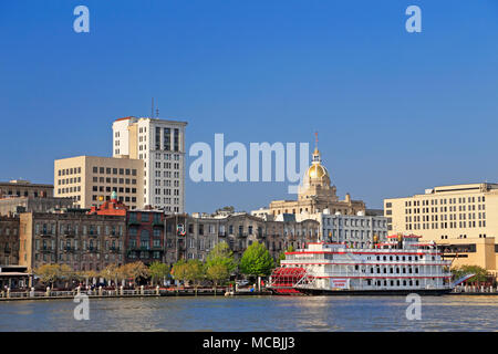 Savannah Georgia. Savannah river and downtown river front - Stock Image