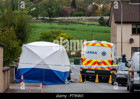 Macroom, West Cork, Ireland. 8th Oct, 2018. A Garda tent covers the body of a 44 year old murdered man. The man, from Clonakilty, was pronounced dead shortly after 2am this morning. The State Pathologist is due on the scene at 4pm today. Credit: Andy Gibson/Alamy Live News. - Stock Image