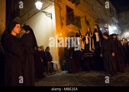 SESSA AURUNCA, ITALY - MARCH 30, 2018 – The Easter parade of black hoods walking through the streets of Sessa Aurunca, carrying the statues of mysteries, the cross, dead Christ and the three Marie - Stock Image