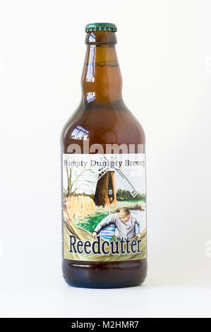REEDCUTTER real ale depicts an East Anglian agricultural activity and used by Humpty Dumpty Brewery on one of their - Stock Image