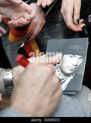 German jazz singer Roger Cicero writes autographs for his fans in Helsinki, Finland, 09 May 2007. Cicero will represent - Stock Image