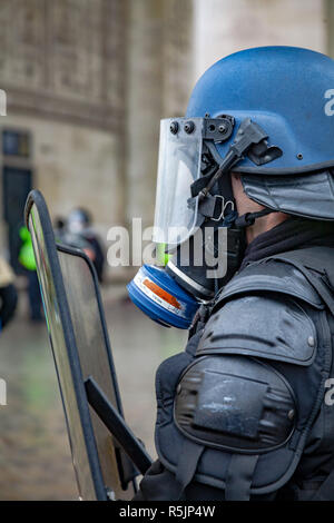 Paris, France. 1st December, 2018.  Police force at Arc de Triomphe during the Yellow Vests protest against Macron politic. Credit: Guillaume Louyot/Alamy Live News - Stock Image