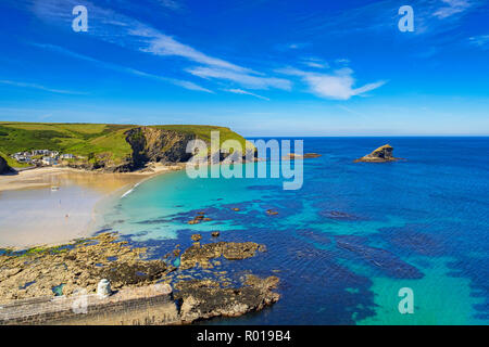 27 June 2018: Potreath, North Cornwall, UK - The beach and breakwater at Portreath, North Cornwall, UK, during the summer heatwave. - Stock Image