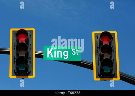 Traffic lights in Charleston, South Carolina, USA. The lights, on King Street, are red for stop. - Stock Image