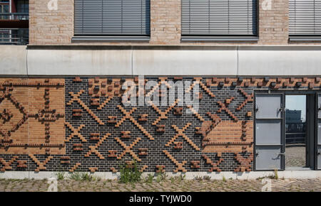 Example of decorative brickwork used on exterior of modern building, Hafencity, Hamburg, Germany - Stock Image