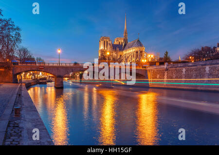 Cathedral of Notre Dame de Paris at night, France - Stock Image