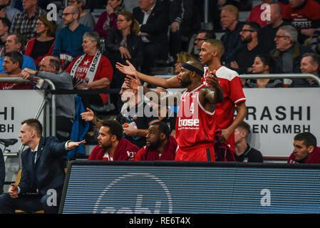 Germany, Bamberg, Brose Arena - 20 Jan 2019 - Basketball, German Cup, BBL - Brose Bamberg vs. Telekom Baskets Bonn - Image: The Brose Bamberg bench upset about a no-call by the referee.   Photo: Ryan Evans Credit: Ryan Evans/Alamy Live News - Stock Image