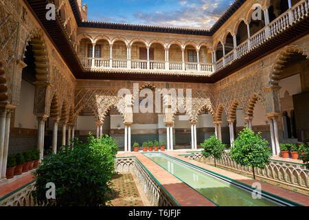 Patio de las Doncellas (Courtyard of the Maidens) (1540-72) with Arabesque Mudéjar plasterwork, Alazar of Seville, Spain - Stock Image