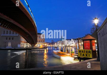Venice grand canal. Constitution Bridge (Ponte della Costituzione) and water taxi at night. - Stock Image