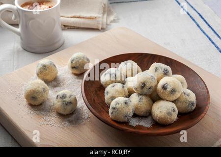 Chocolate chip cookie dough bites - Stock Image
