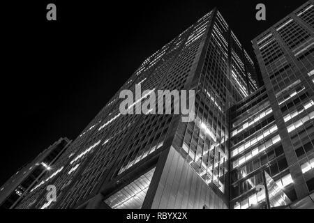 skyscraper at night - Stock Image