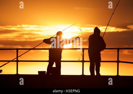 Fishing men at Mordialloc Beach, Port Phillip Bay, Melbourne, Australia - Stock Image