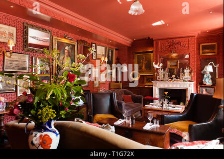 'Victorian cocktail lounge in The Zetter Townhouse in London, England' - Stock Image