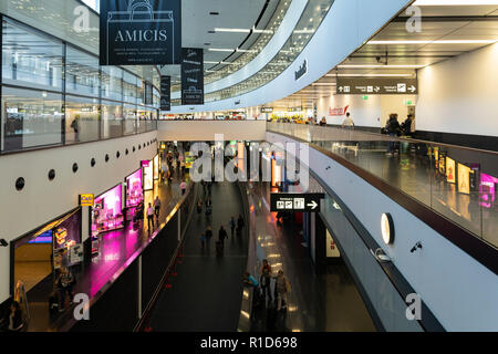 The passenger concourse at Terminal 3 Vienna International Airport - Stock Image