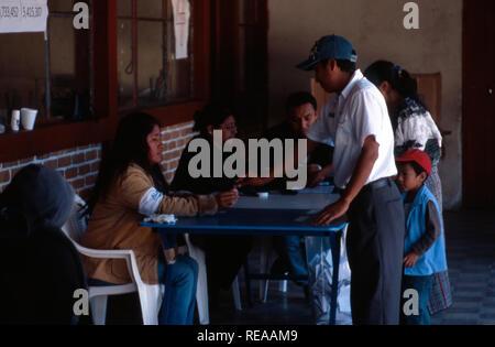 Indigenous Kiche Maya vote in the Guatemalan presidential run-off election on November 4 2007. Momostenango Township, Guatemala. - Stock Image