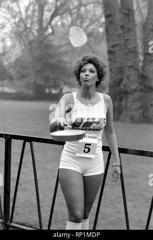 Humour/Unusual/Sport. Charity Pancake Race. Lincoln's Inn Fields. February 1975 75-00807-006 - Stock Image