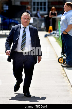 Mark Francois MP (Con: Rayleigh and Wickford) on College Green, Westminster, 24th May 2019, the day Theresa May announced her intent to resign as Cons - Stock Image