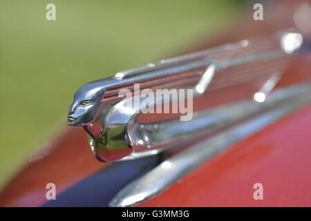 Westbury, New York, USA. June 12, 2016.  Flying Lady hood ornament with clear plastic insert in wings on 1940 red - Stock Image