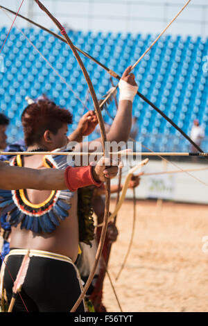 Palmas, Brtazil. 28th Oct, 2015. Archers practice at the International Indigenous Games, in the city of Palmas, - Stock Image