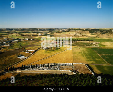 Spain. Castile and Leon. Province of Valladolid. Panoramic view of the Castilian landscape with crops and moorlands from the castle of Peñafiel. - Stock Image