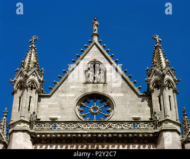 Leon, Castile and Leon, Spain. Saint Mary's Cathedral.13th-14th century. Gothic style. Its design is atributed to the Master Enrique. Architectural detail, top of the main facade. - Stock Image