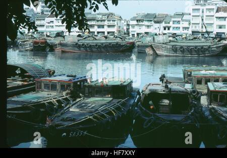 Raffles Landing: Boat Quay on the Singapore River; Singapore, Malaysia.  Tongkang and twakow boats (bumboats) on - Stock Image