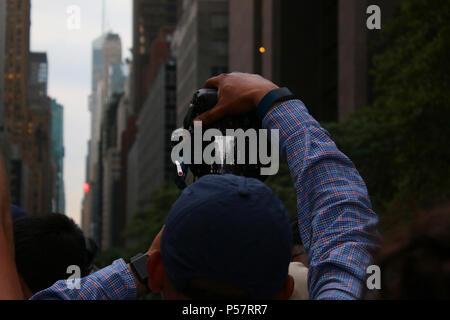 NEW YORK, NY - JULY 11: Professional and amateur photographers waiting to capture the best shot of Manhattanhenge atop Tudor City overpass, Manhattan  - Stock Image
