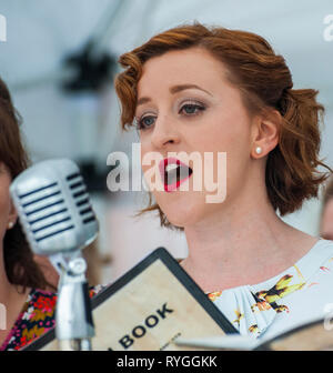 Woodhall Spa 1940s Festival - Military Wives Choir singing in traditional 1940s outfits - Stock Image