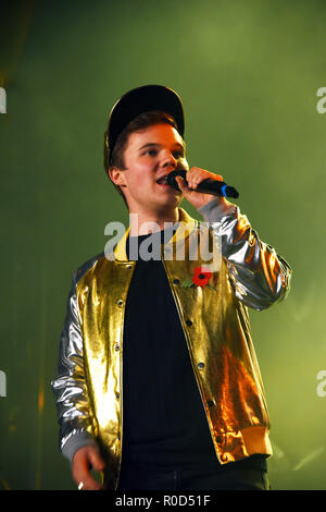 Manchester, UK. 3rd November, 2018. Ryan Heenan plays Billionaire by  at the Manchester Lights switch on Credit: Della Batchelor/Alamy Live News - Stock Image
