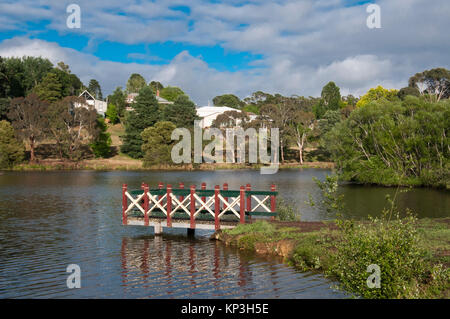 Lake Daylesford at Daylesford,  popular weekend destination in the Central Highlands spa country of Victoria, Australia - Stock Image