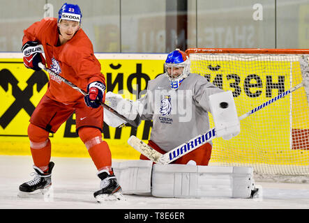 Bratislava, Slovakia. 12th May, 2019. Czech ice hockey players L-R Dmitrij Jaskin and Pavel Francouz are seen during a training session of the Czech national team within the 2019 IIHF World Championship in Bratislava, Slovakia, on May 12, 2019, one day prior to the match against Russia. Credit: Vit Simanek/CTK Photo/Alamy Live News - Stock Image