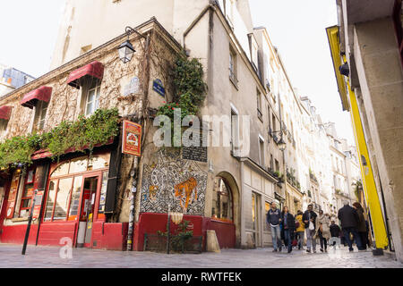 Exterior of the israeli restaurant Chez Marianne on Rue des Rosiers in the Marais district of Paris, France. - Stock Image