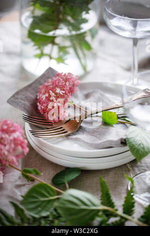 Table setting with hydrangea flowers - Stock Image