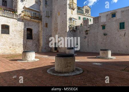 4 wells cistern, Medieval Water supply system, Sibenik, Croatia - Stock Image