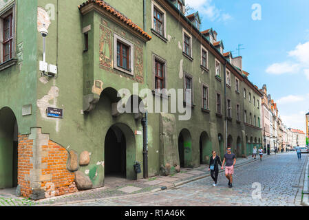 Poznan city street, view of a row of historical buildings incorporating a  colonnade at ground level in Wodna Street in Poznan Old Town, Poland. - Stock Image