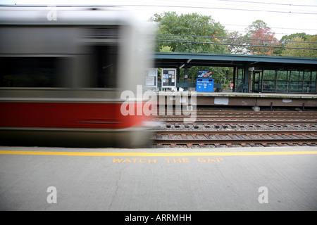 Metro North train pulling into station, Pelham, NY, USA - Stock Image