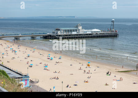 Bournemouth, UK. 11th June 2018. Tourists enjoy the hot and sunny weather by the pier on Bournemouth beach and seafront. Credit: Thomas Faull/Alamy Live News - Stock Image