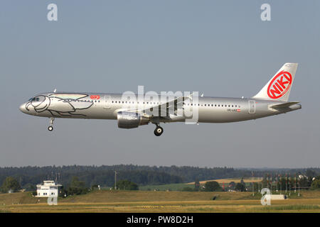 Austrian Niki Airbus A321-200 (old livery) with registration OE-LEZ on short final for runway 14 of Zurich Airport. - Stock Image