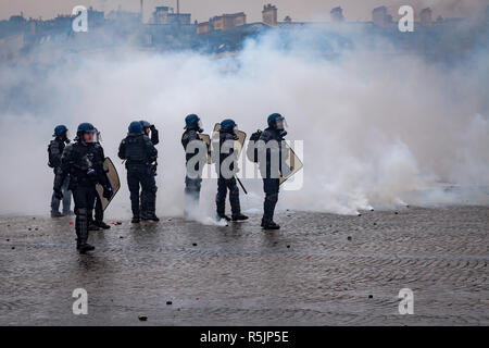 Paris, France. 1st December, 2018. Police at  Arc de Triomphe during the Yellow Vests protest against Macron politic. Credit: Guillaume Louyot/Alamy Live News - Stock Image