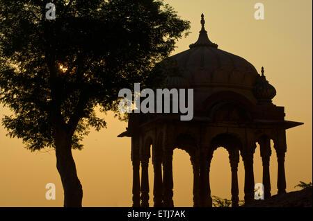 Silhouette of pavilion outside Mehrangarh Fort, Jodhpur, Rajasthan, India - Stock Image