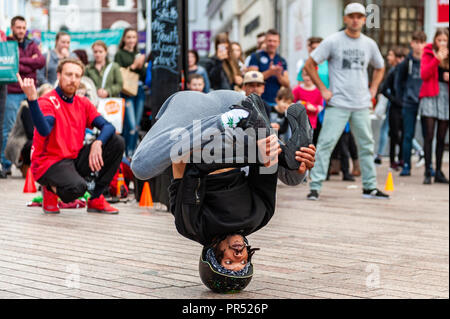 Cork, Ireland. 29th Sept, 2018. Chopstix of SOG Break Dance Crew from Dublin performs in front of shoppers on a busy Saturday afternoon. Credit: Andy Gibson/Alamy Live News. - Stock Image