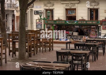 Tables of bars and restaurants are located in Plaza Dorrego in the old porteño neighborhood of San Telmo in Buenos Aires, Argentina. - Stock Image