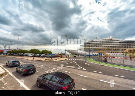 Cruise liner at Lisboa quay - Stock Image